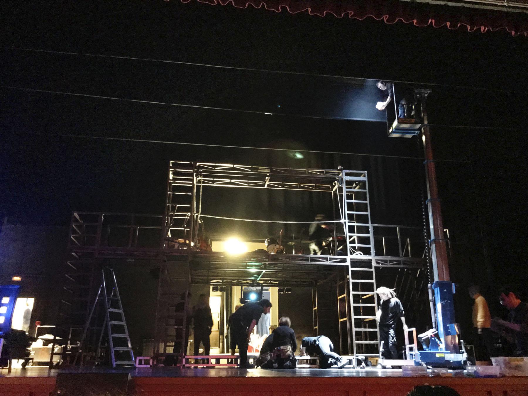 """""""Escenografía e Iluminación"""" en el Teatro Bretón"""