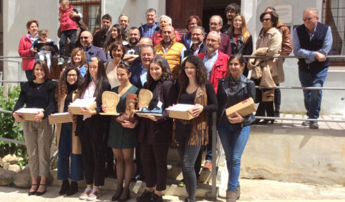 Finalistas en el concurso de la Alpargata dos alumnas de Moda