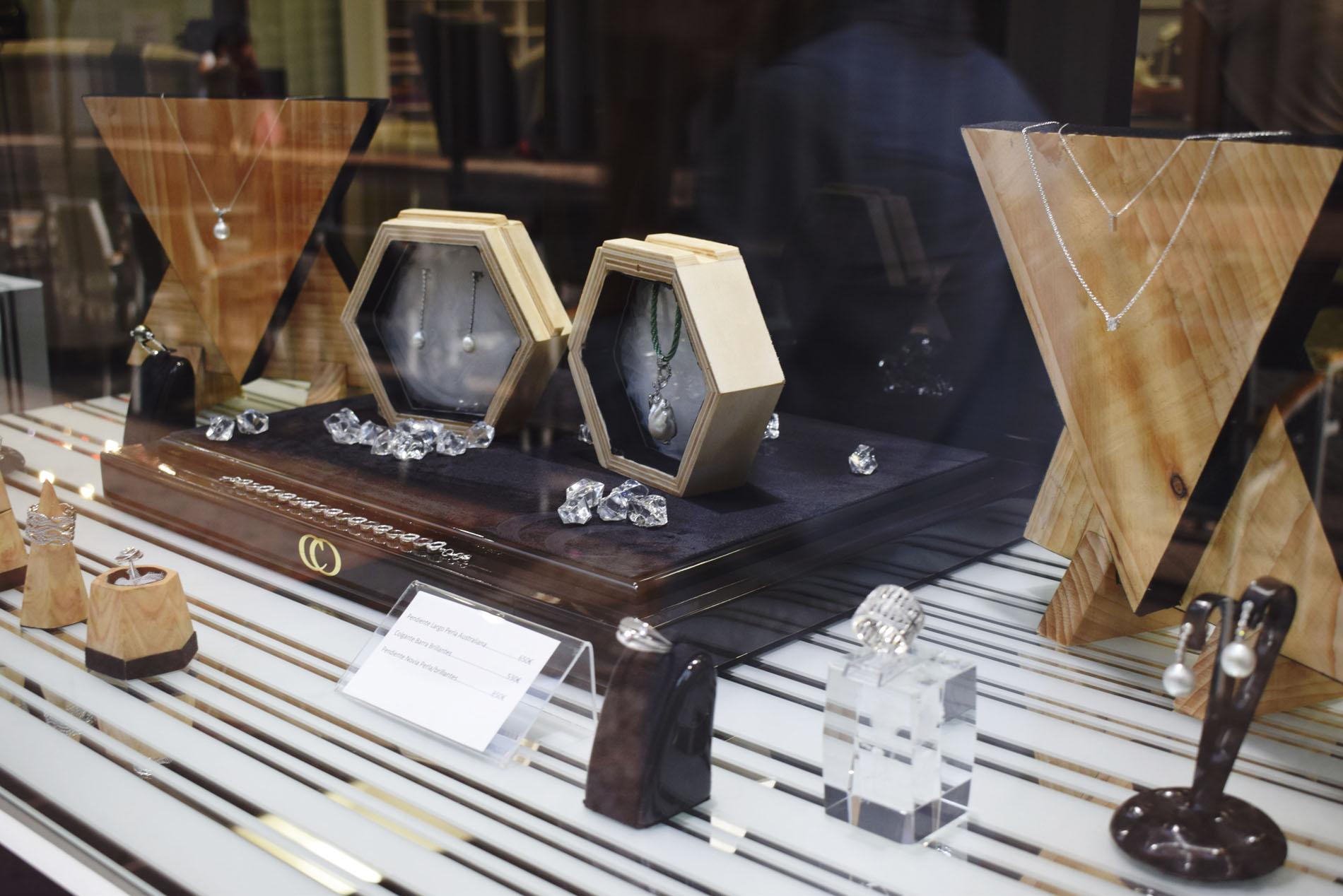Displays de Joyería en Diseño de Producto