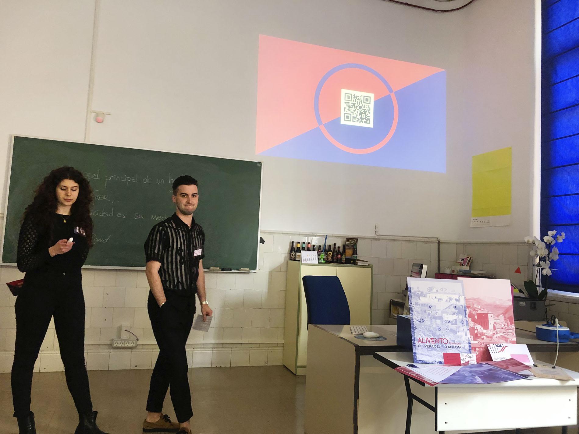 1º de Gráfico diseña la identidad de un aula móvil