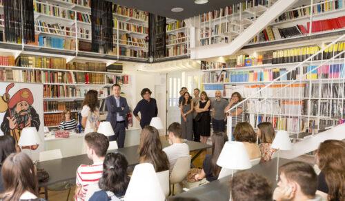 Noelia Fernández y Sara Domínguez de 1º de gráfico ganadoras de la i.v. para aula móvil