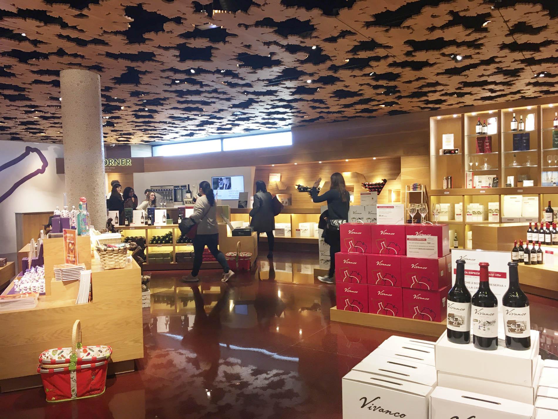 Visita del Máster de Packaging al Museo de la Cultura del Vino
