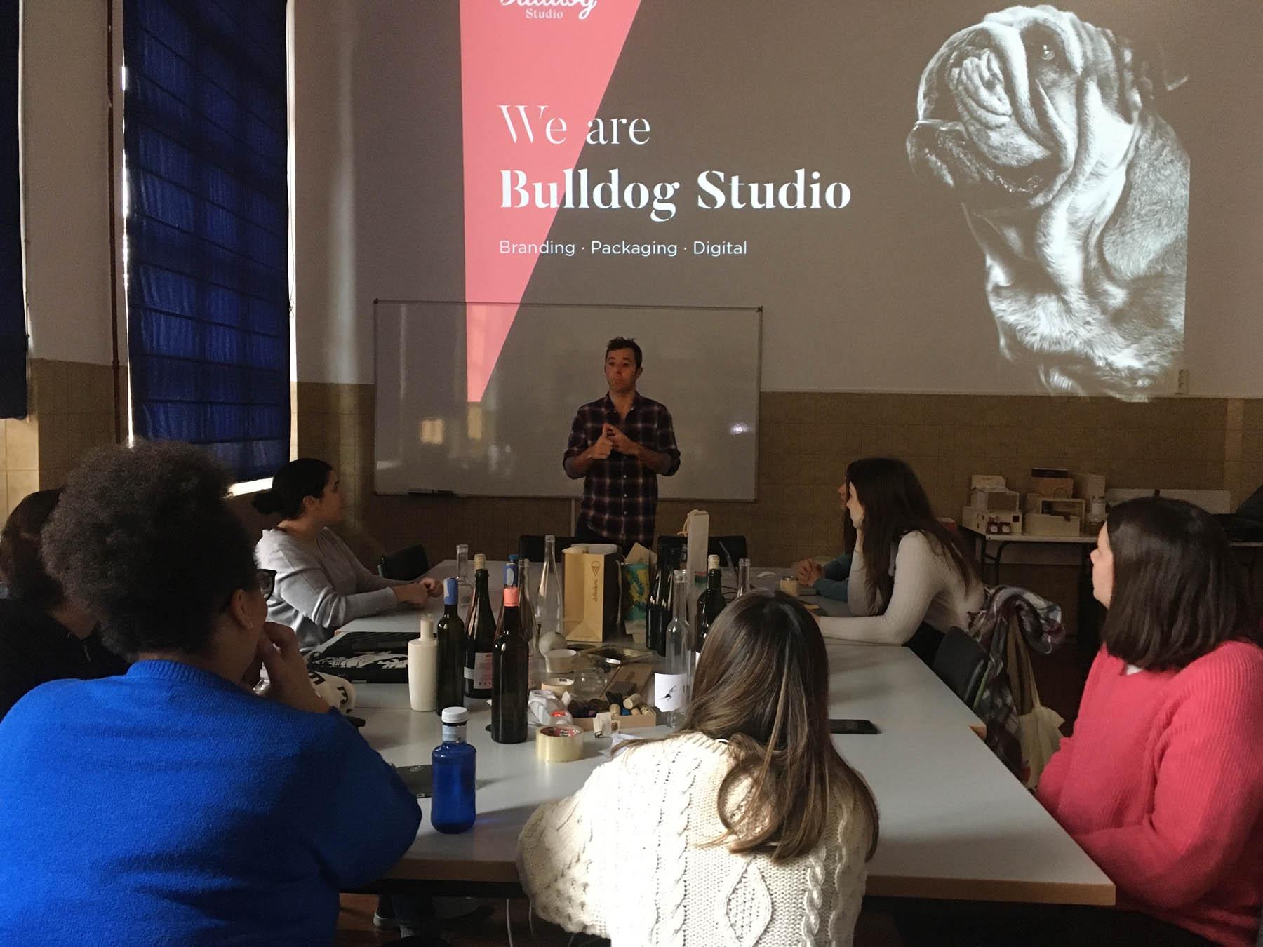 Carles Sala del estudio Bulldog en el Máster de Packaging