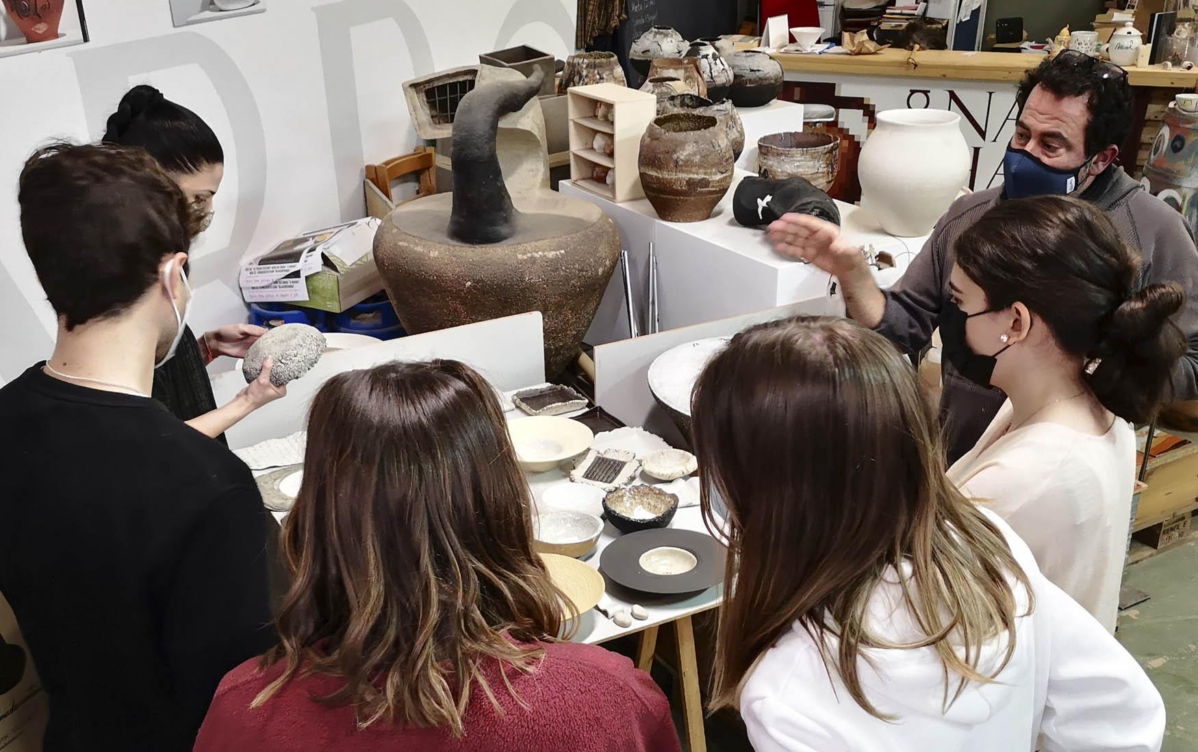 """Producción y decoración cerámica en  """"Alma de Cántaro""""."""