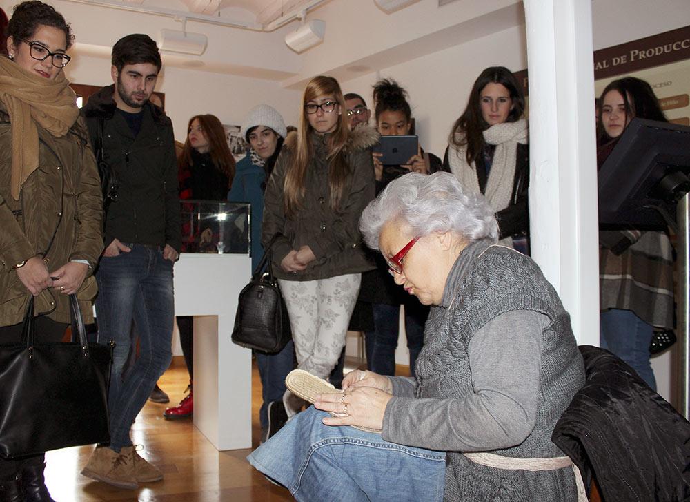 Visita de Moda a Cervera con motivo del Premio de diseño de La Alpargata