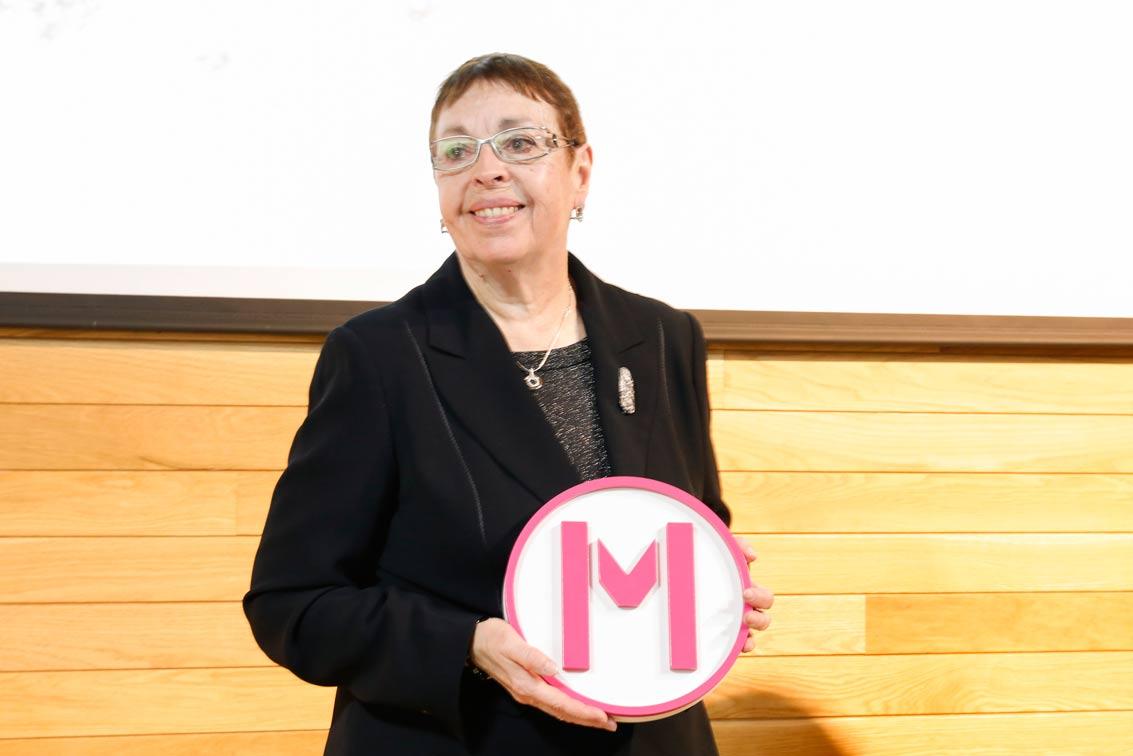 Rosa Castellot recibe el Premio 'Mujeres en el Arte en La Rioja 2016'