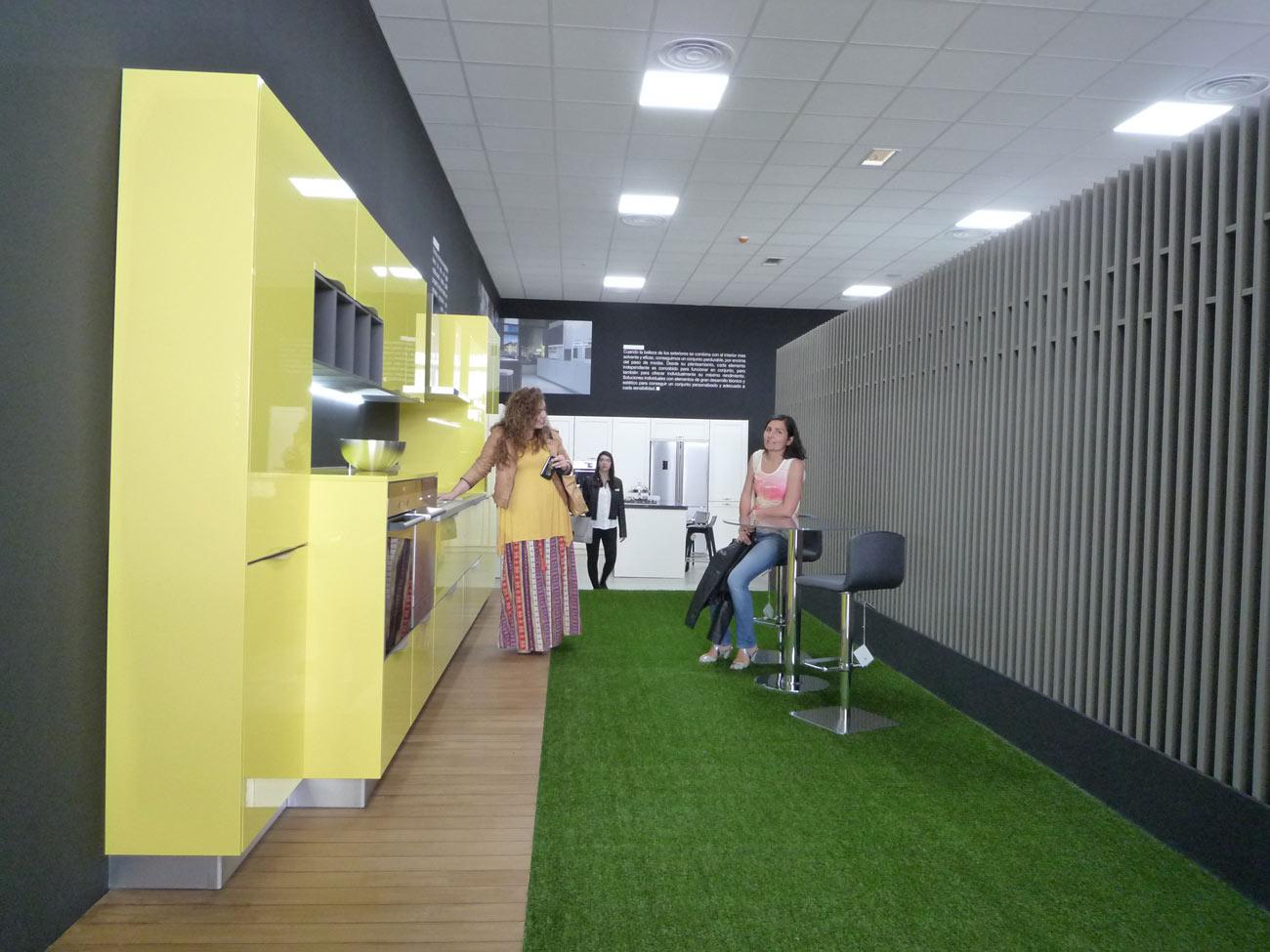 Ilazki Aguirrezábal y Lucía Fernández, alumnas de diseño de ...