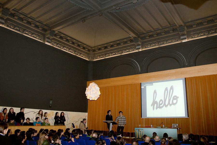 Junges Spanisch, sticht auf der Konferenz für moderne Sprachen hervor