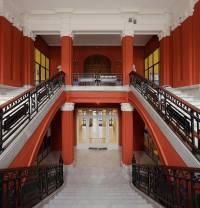 Escalinata de entrada